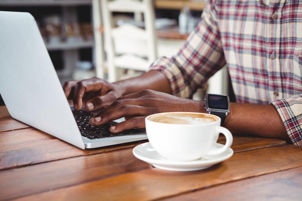 Laptop_Ordinateur_portable_café.jpeg