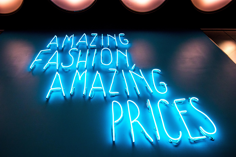 "Néon ""amazing fashion amazing prices"""